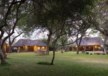 Giraffe Camp Cottages