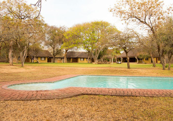 Giraffe Camp Cottages & Pool Area