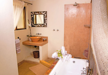 Giraffe Camp Ensuite Bathroom